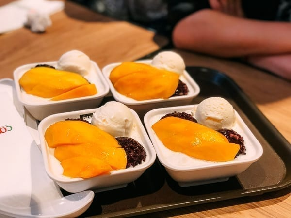 Honeymoon Dessert Mango Black Sticky Rice