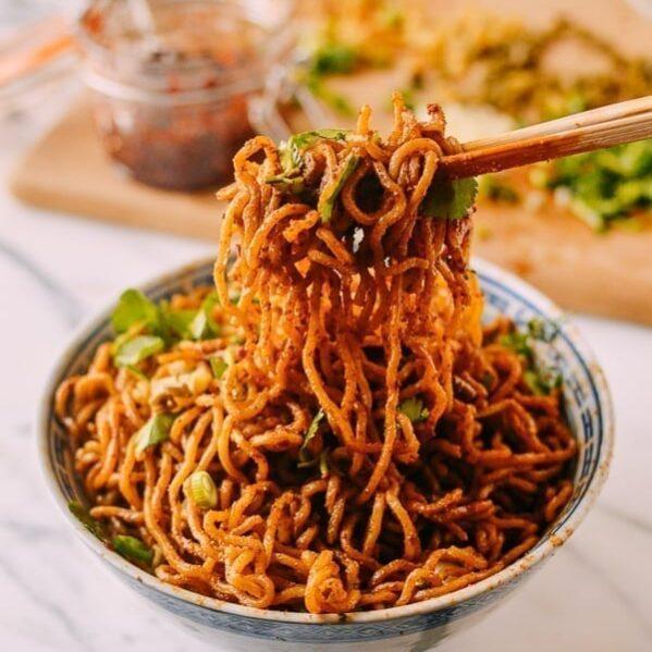 Hot Dry Noodles (Re Gan Mian, 热干面) - thewoksoflife.com