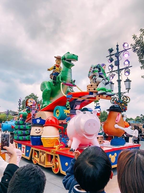 Disney Shanghai Parade by thewoksoflife.com