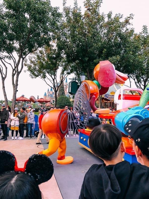 Shanghai Disneyland Parade by thewoksoflife.com