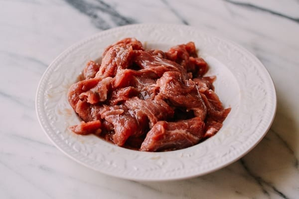 Marinating sliced beef, thewoksoflife.com