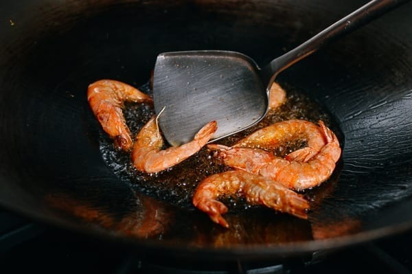 Frying whole shrimp, thewoksoflife.com