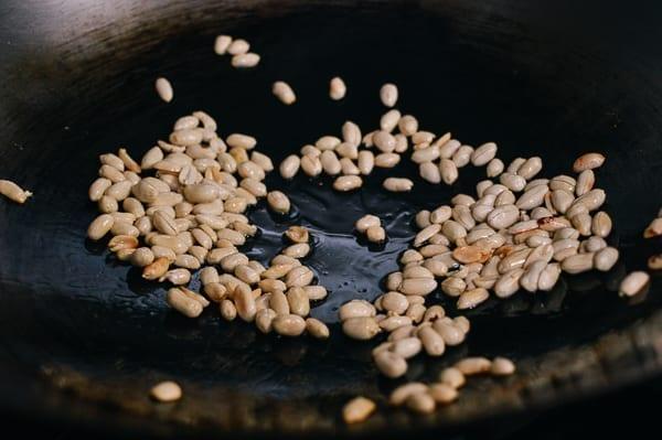 Wok roasting peanuts, thewoksoflife.com