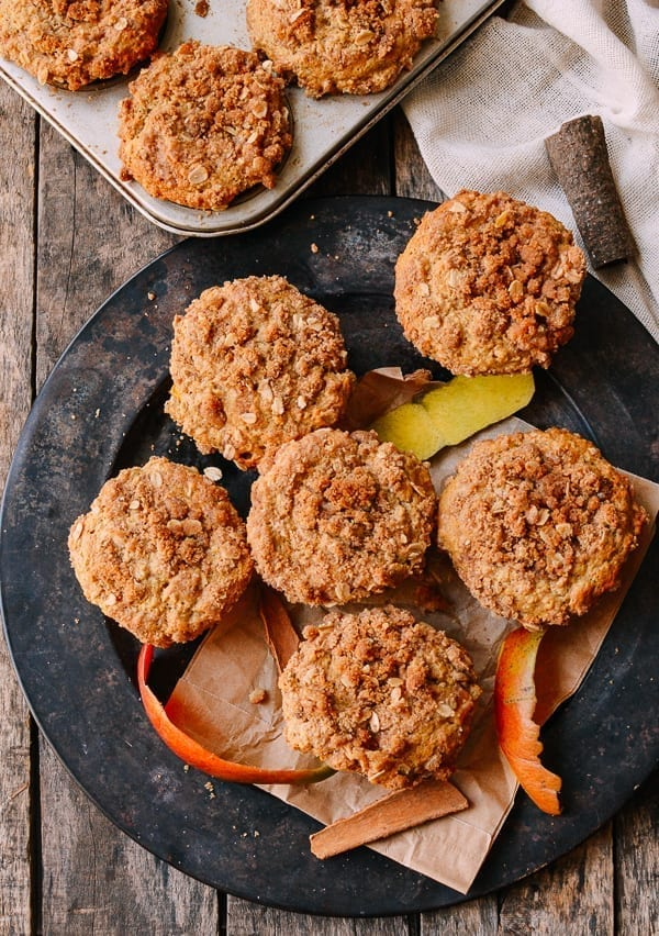 Mango Muffins with Oatmeal Crumb Topping, thewoksoflife.com