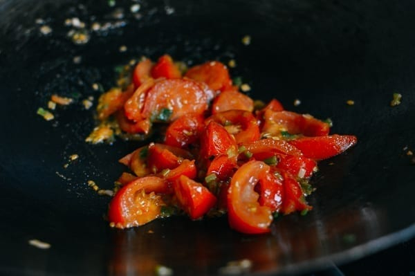 Stir-frying tomatoes and scallions, thewoksoflife.com