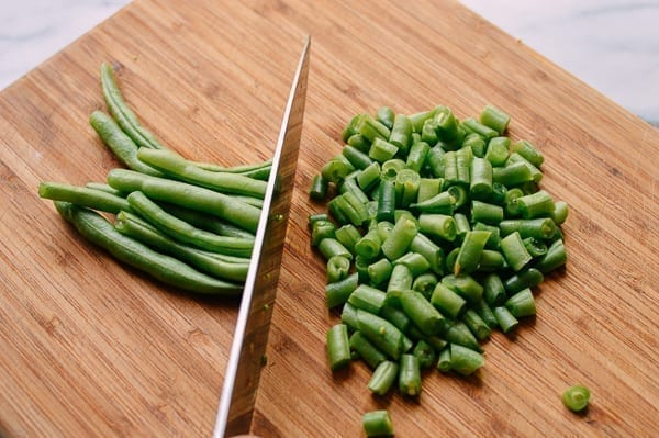 Chopping green beans, thewoksoflife.com