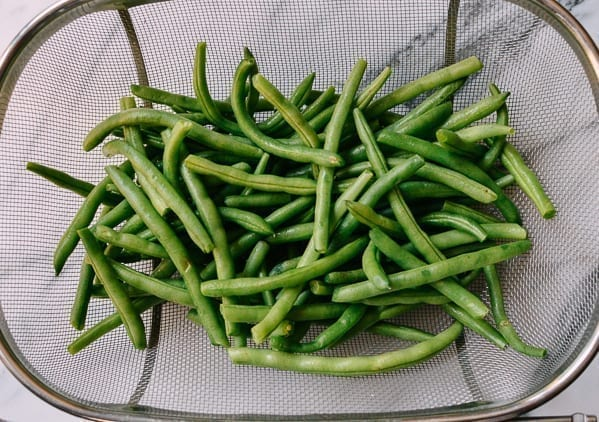 Washed green beans in colander, thewoksoflife.com