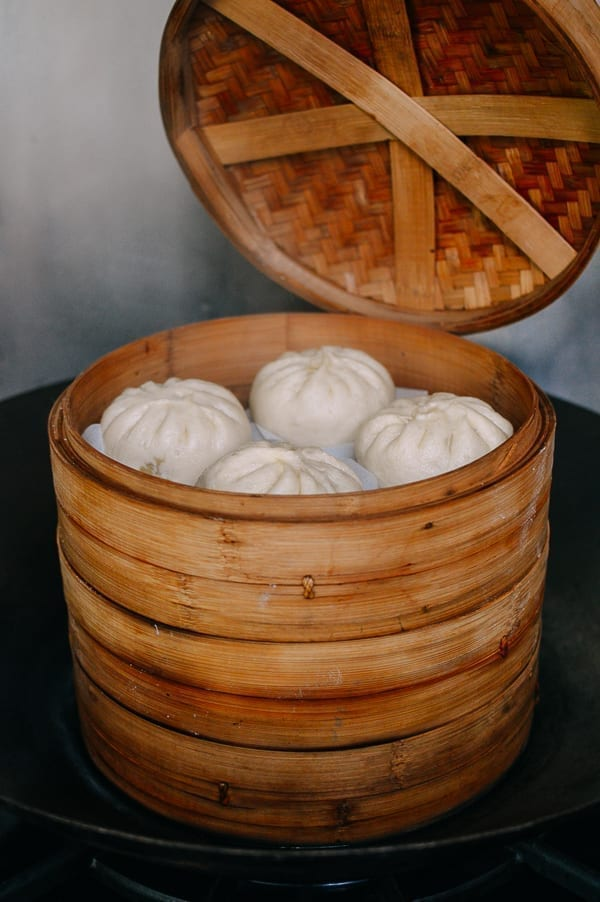 Chinese buns in bamboo steamer, thewoksoflife.com