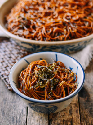 Shanghai scallion oil noodles, thewoksoflife.com