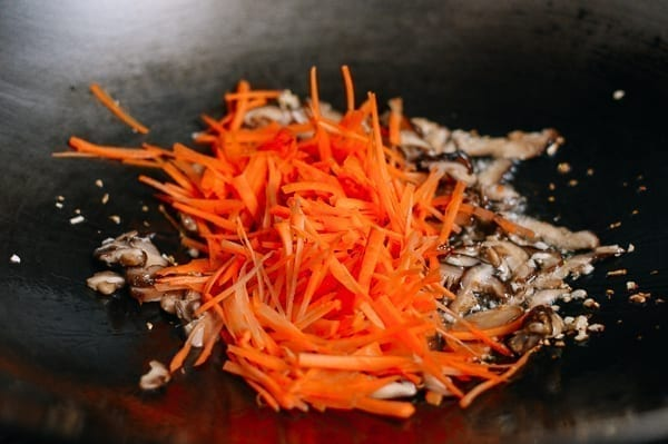 Adding carrots to wok, thewoksoflife.com