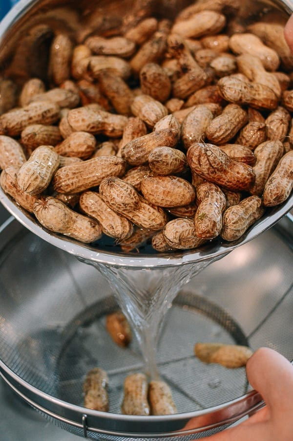 Washing fresh raw peanuts, thewoksoflife.com