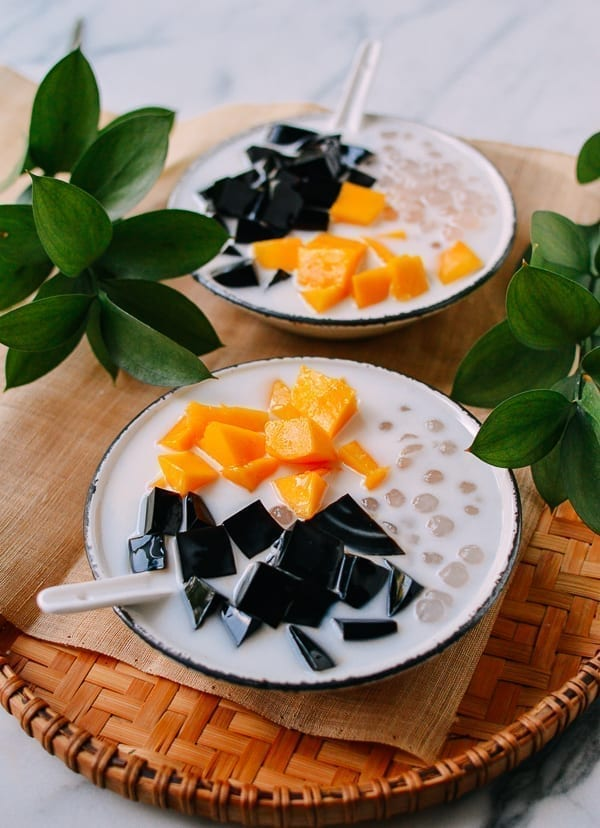 Grass Jelly Mango Dessert, thewoksoflife.com
