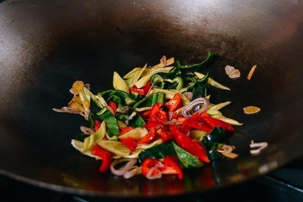 Adding peppers to wok, thewoksoflife.com