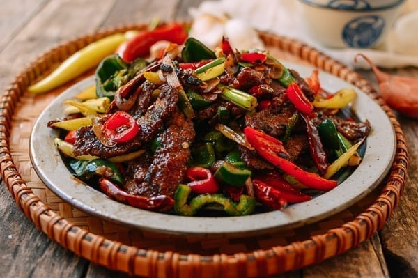 Hunan Beef with peppers, thewoksoflife.com