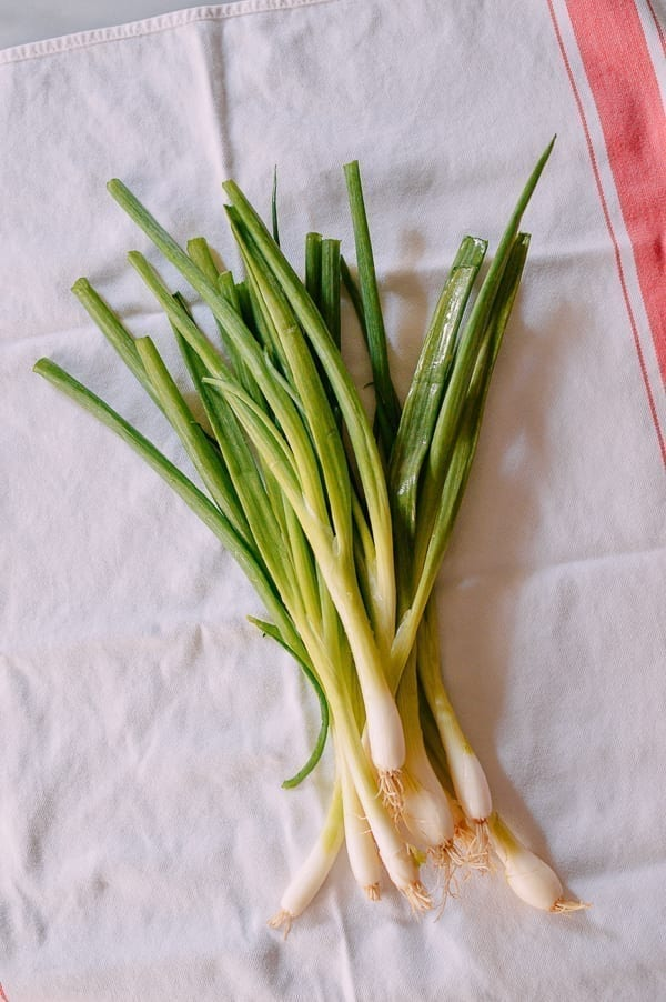 Drying Scallions, thewoksoflife.com