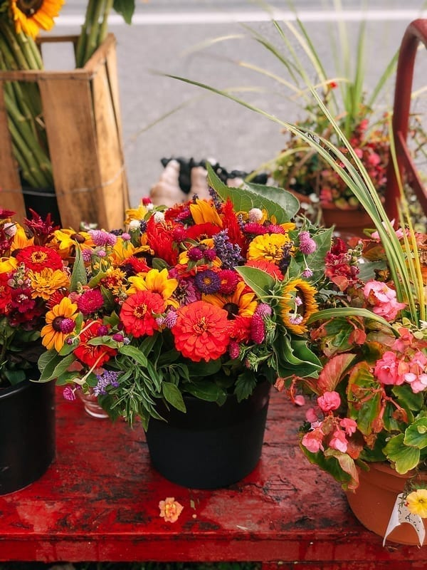 Hamptons Farm Stand Flowers, thewoksoflife.com