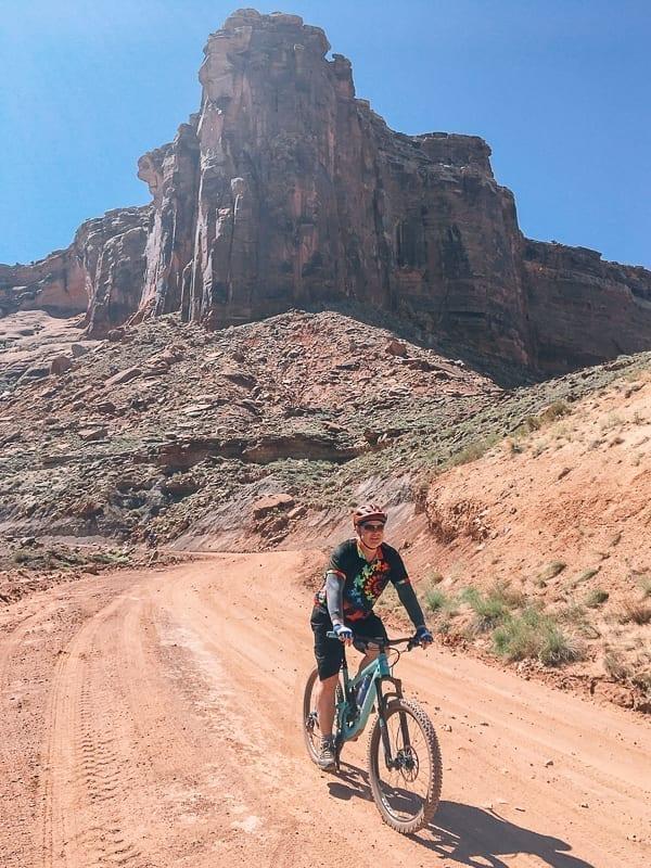 John - Mountain biking Moab White Rim trail by thewoksoflife.com