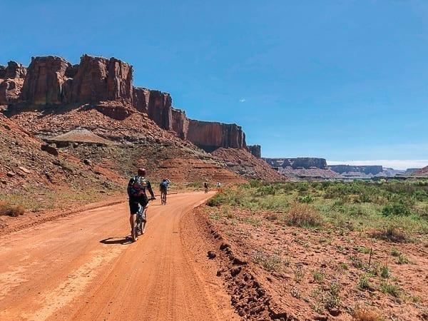 Mountain biking Moab White Rim trail near Hardscrabble by thewoksoflife.com