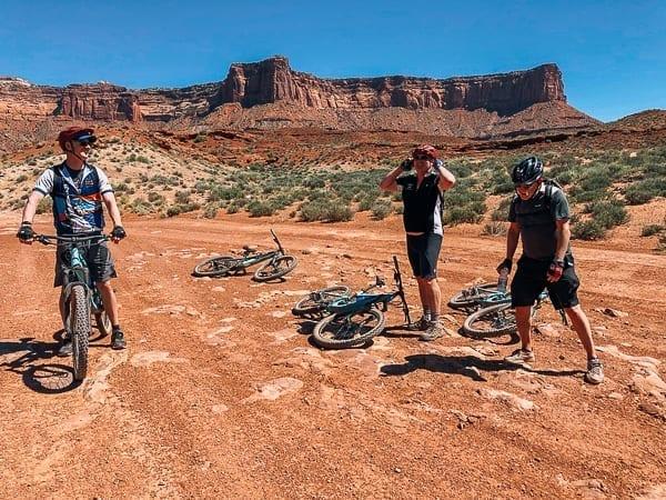 Moab Mountain Biking White Rim Trail rest break by thewoksoflife.com