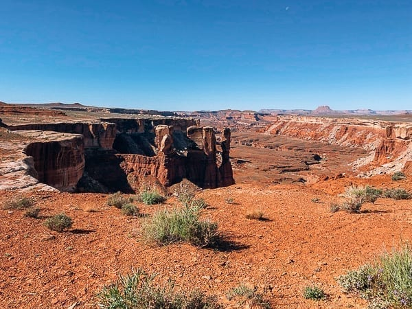 Canyon views from White rim trail in Canyonlands by thewoksoflife.com