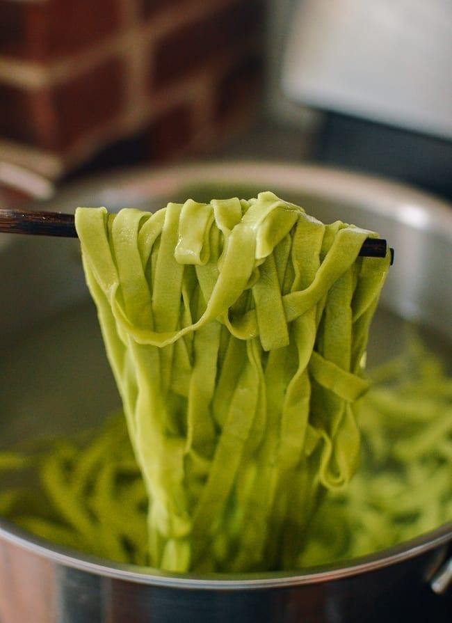 Boiling spinach noodles, thewoksoflife.com
