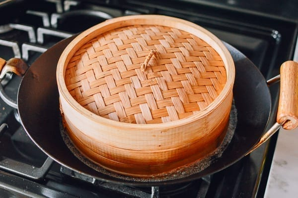 Bamboo steamer in wok, thewoksoflife.com