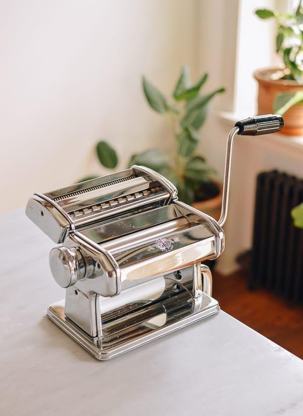 Mechanical pasta roller, thewoksoflife.com