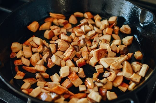 Caramelizing king oyster mushrooms, thewoksoflife.com