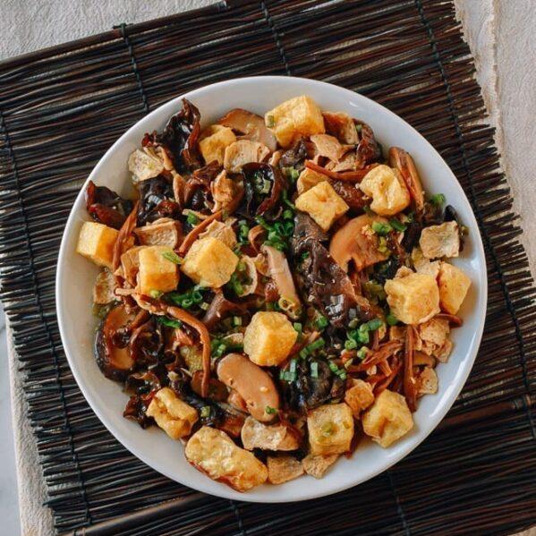 Vegan Steamed Seitan and Mushrooms, thewoksoflife.com