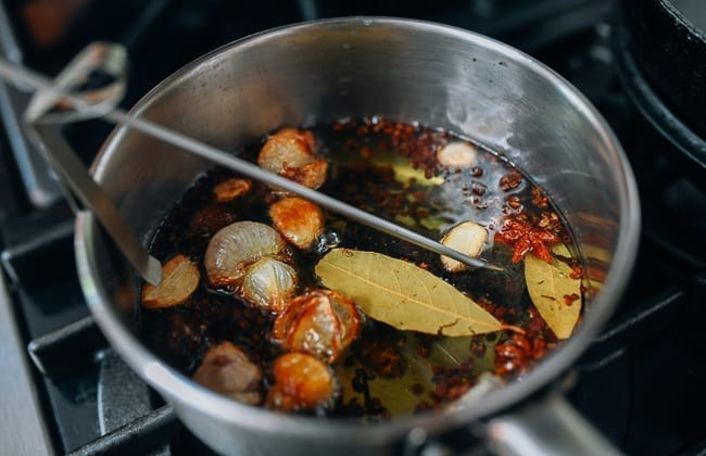 Infusing oil to make Chinese chili oil, thewoksoflife.com