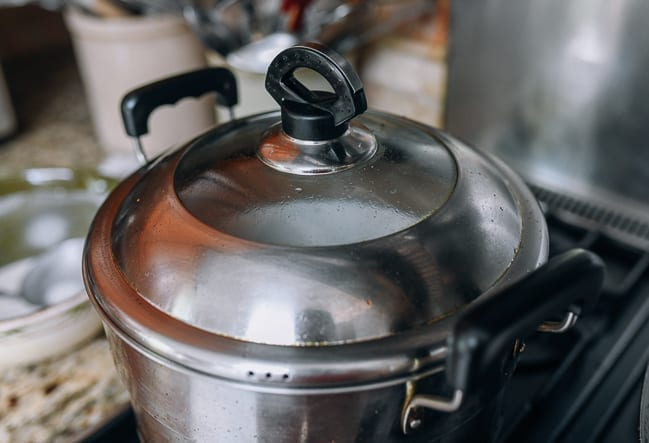 Steamer with lid on, thewoksoflife.com