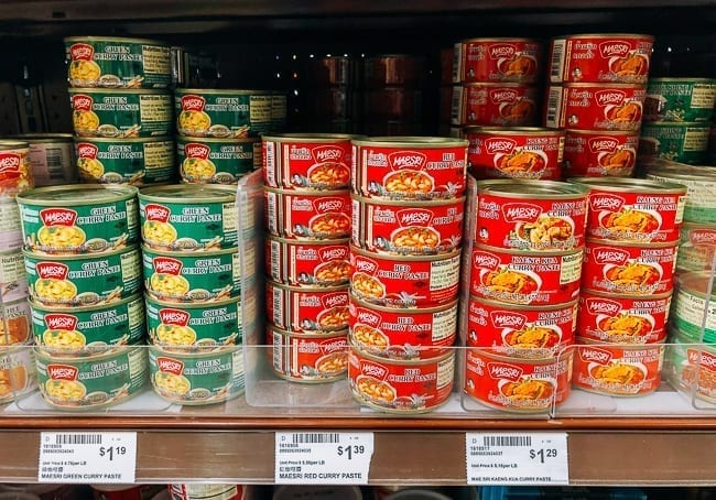 Different types of Thai curry paste on shelf, thewoksoflife.com