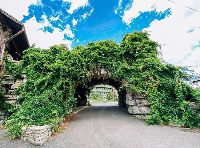 Mohonk Mountain House archway, thewoksoflife.com