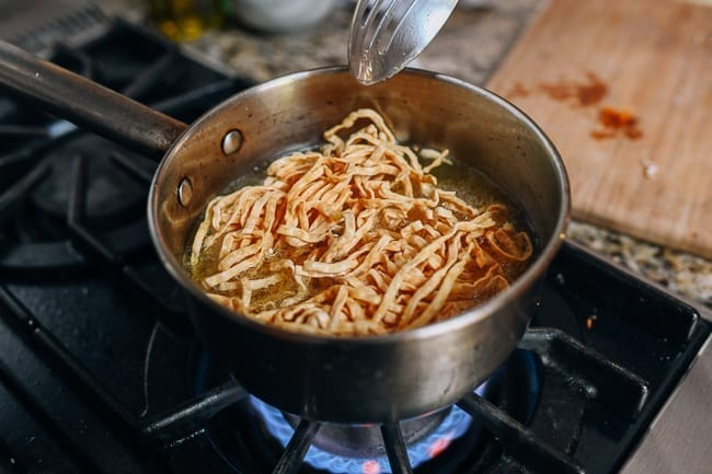 Frying Chinese crispy noodles