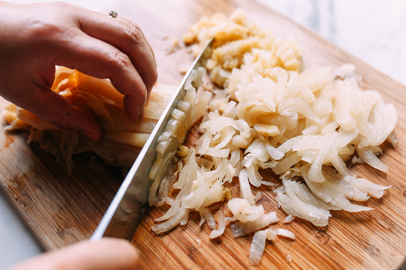 Slicing chinese pickled napa cabbage