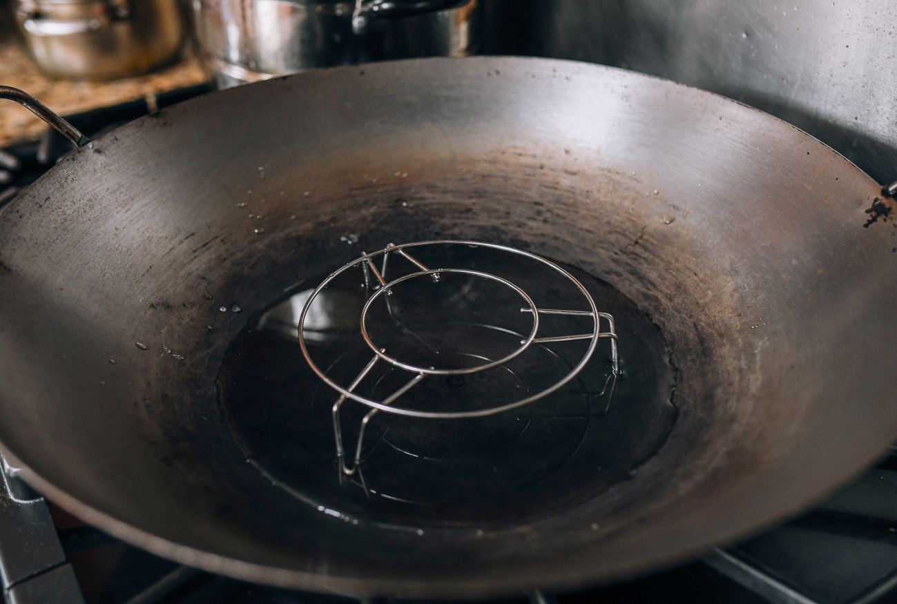 Wok with steaming rack and water