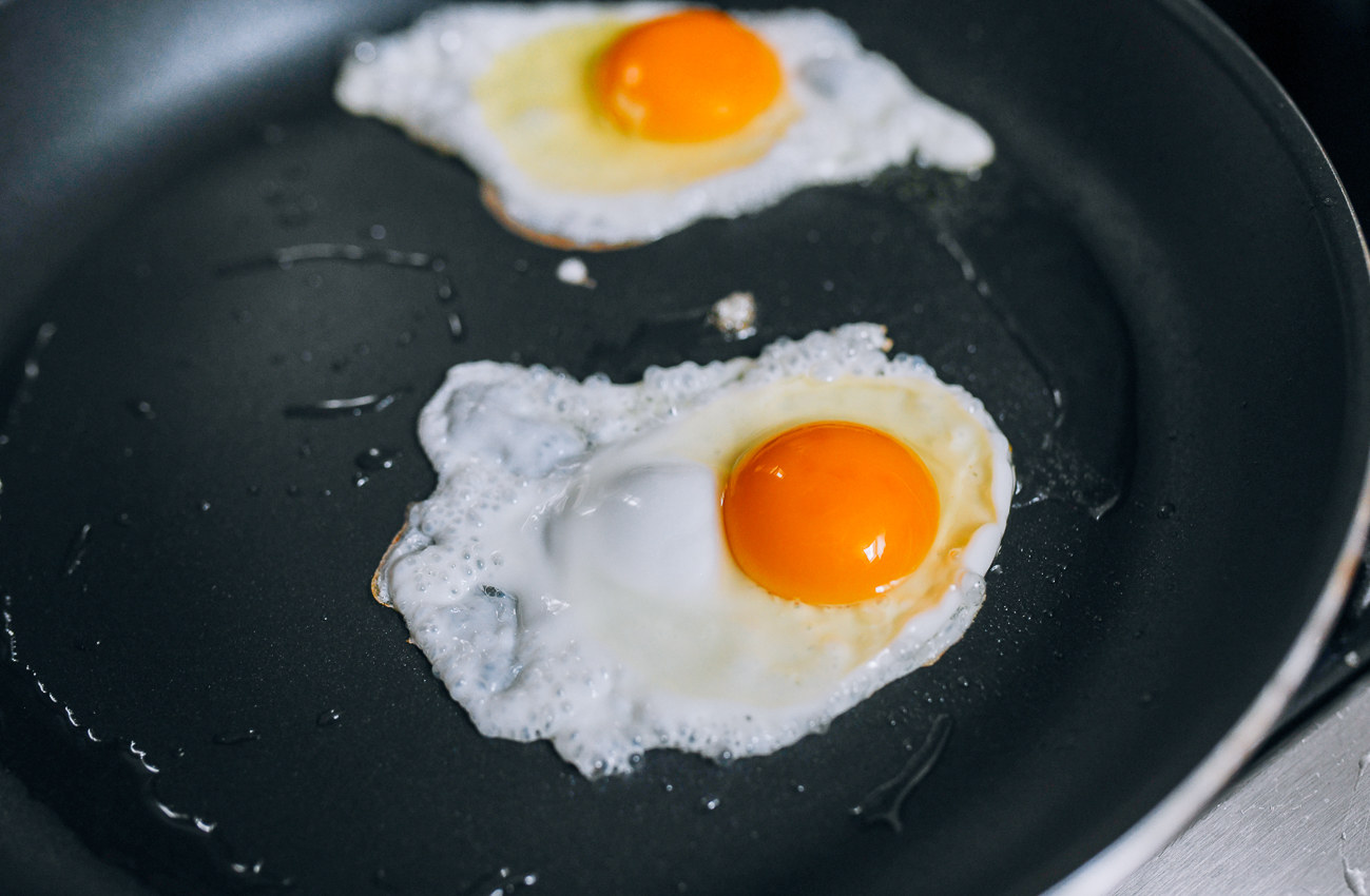 Frying eggs in nonstick pan