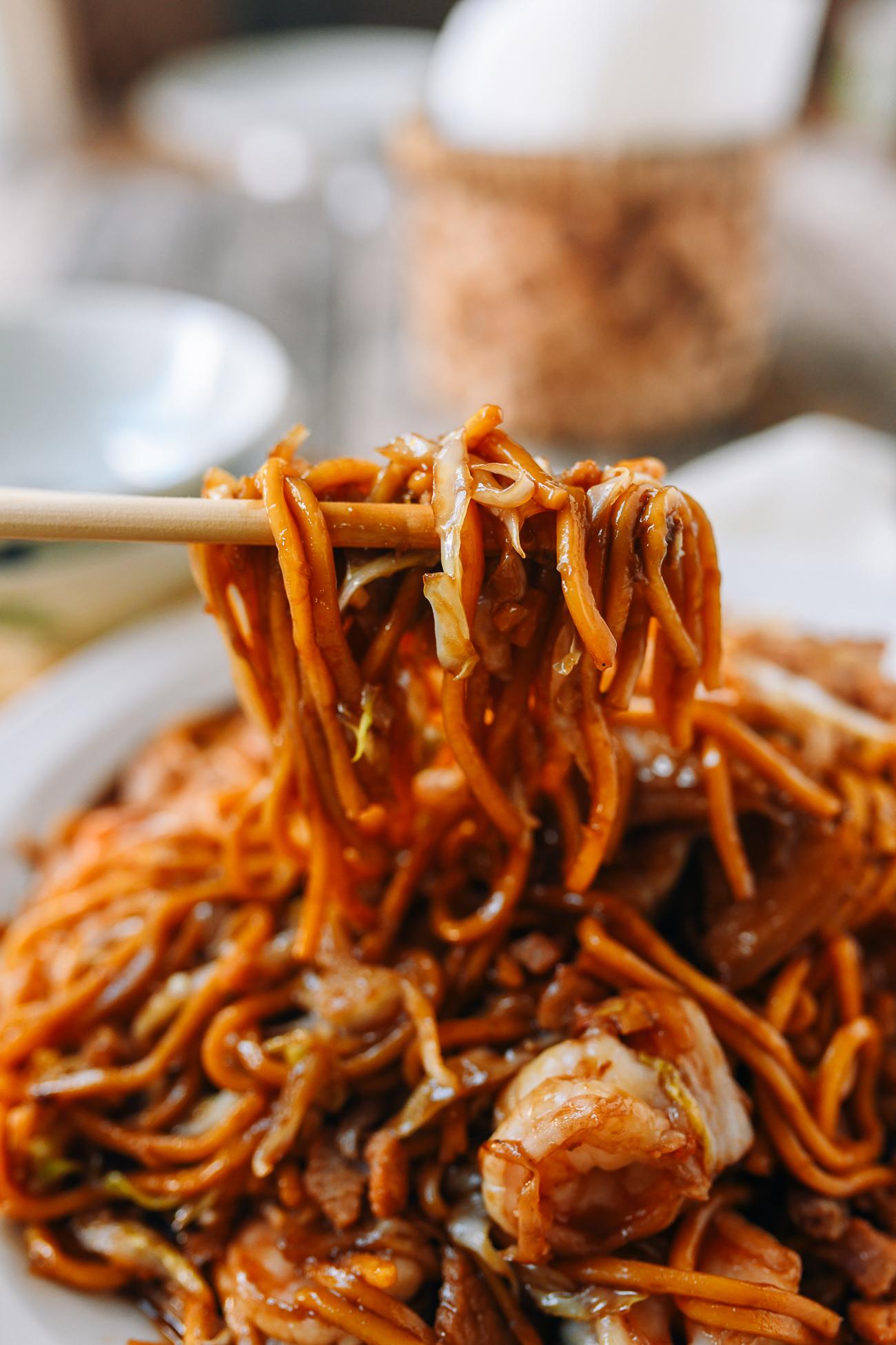 Chopsticks picking up Malaysian hokkien noodles