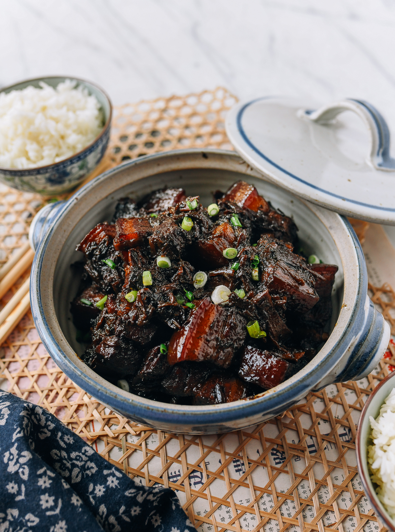 Braised Pork Belly with Meigan Cai (梅干菜)