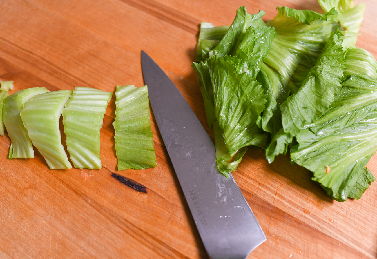 Slicing mustard greens