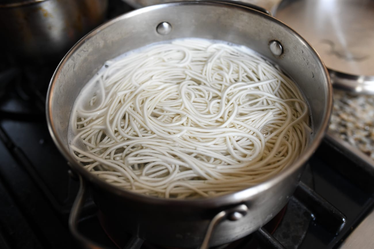 Cooking Chinese wheat noodles in boiling water