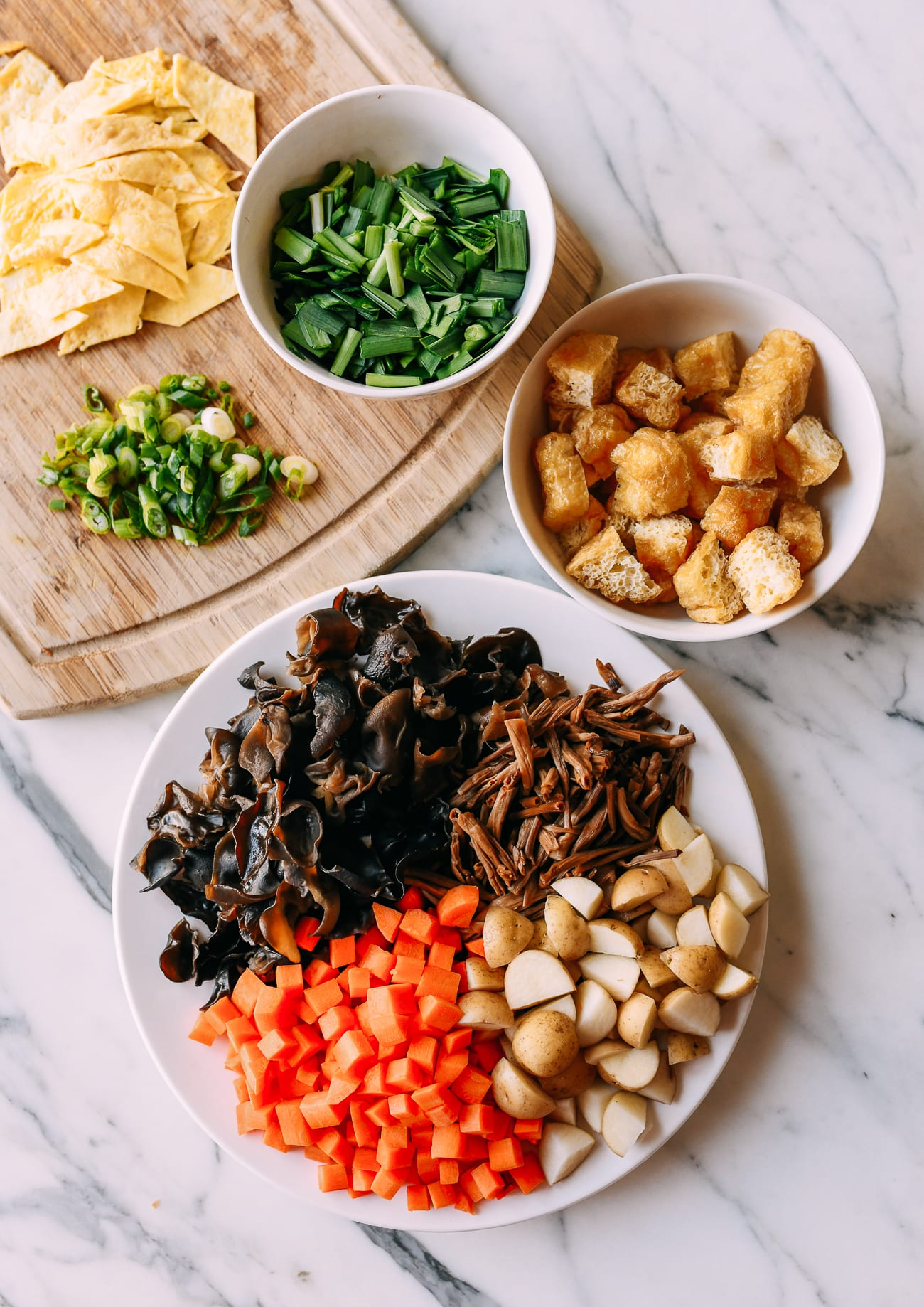 Diced and chopped ingredients for saozi mian