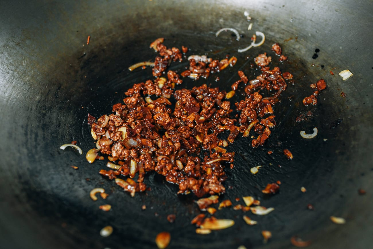 Cooked ground pork with hoisin and spicy bean paste