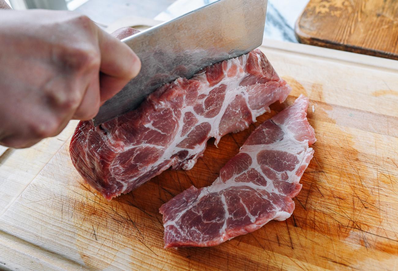 Slicing pork but into large slabs