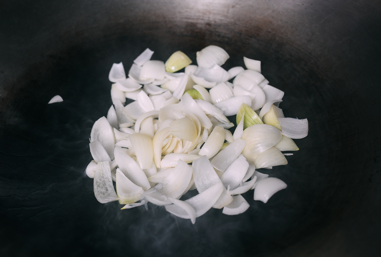 Onions in wok
