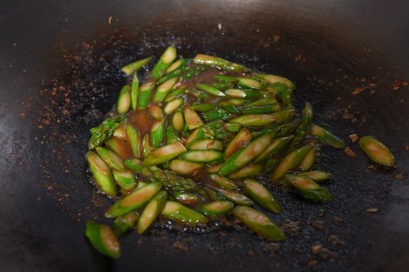 Asparagus in sauce