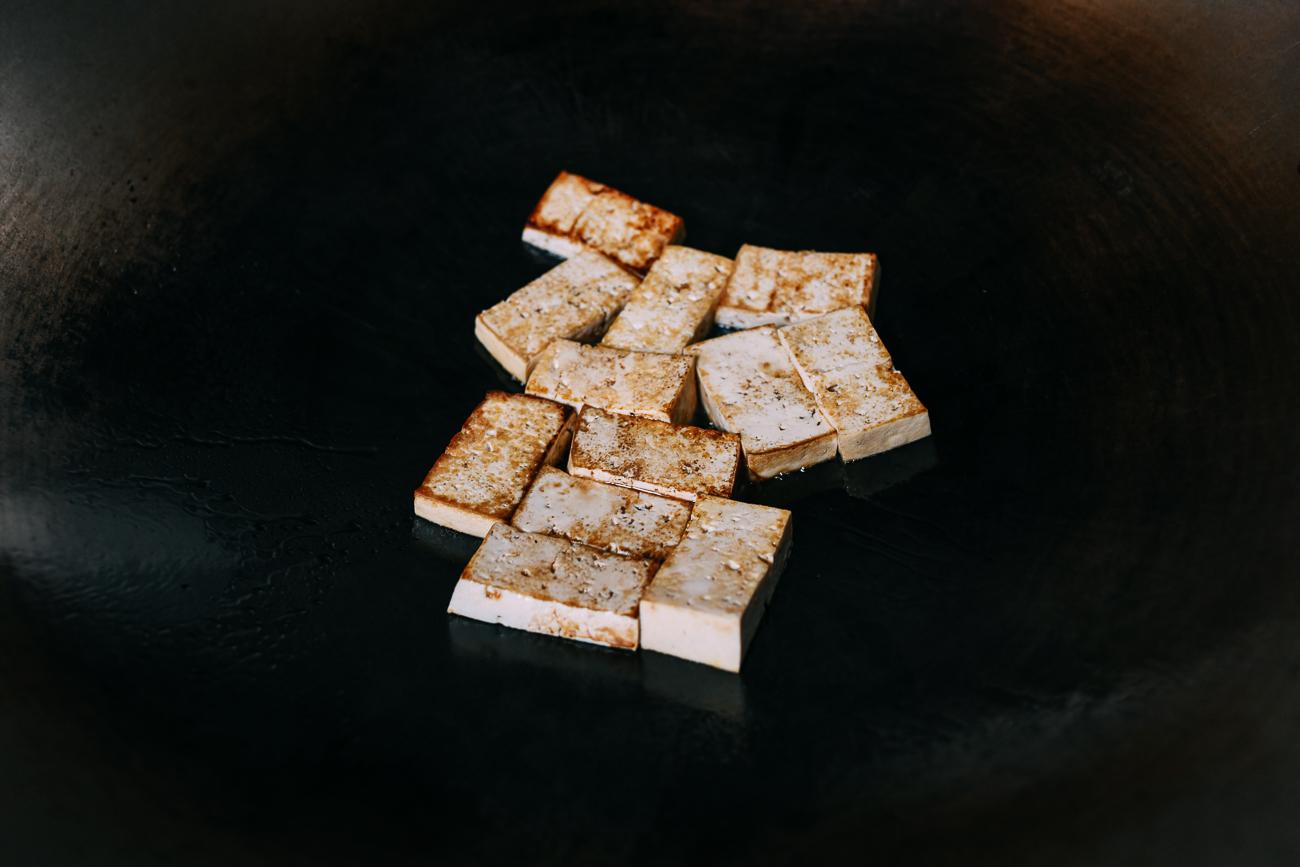 Pan-frying tofu in wok
