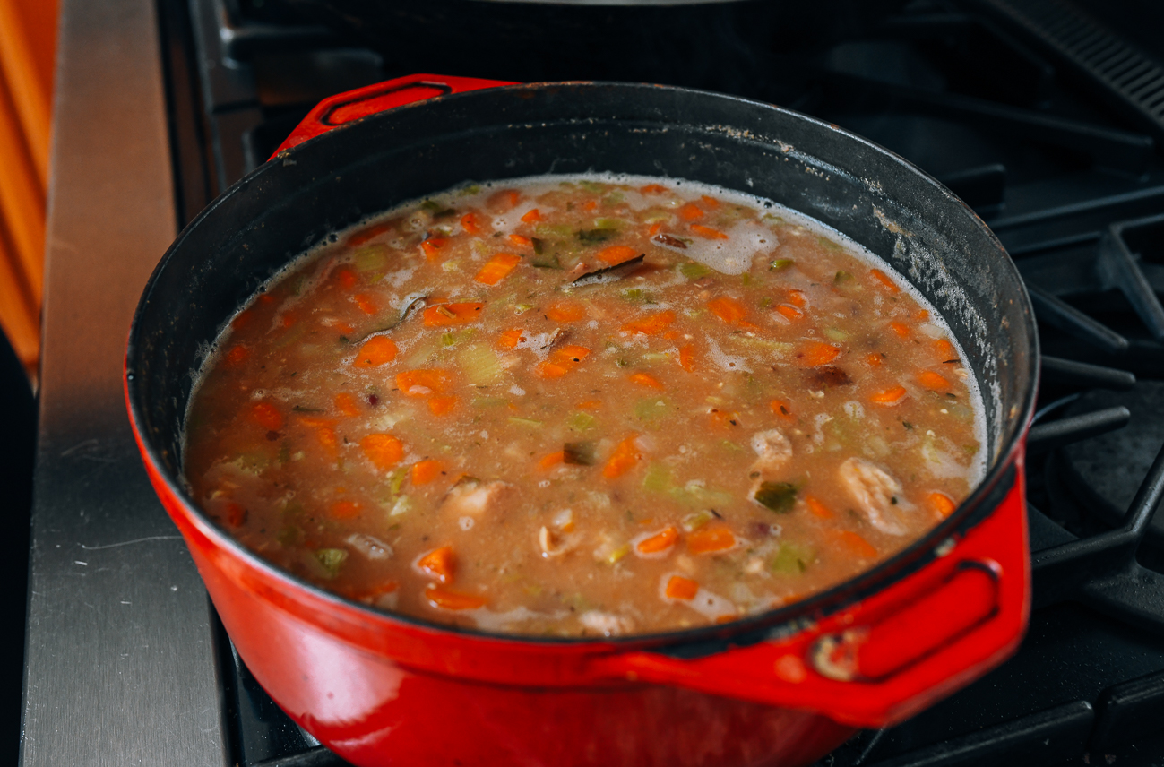 Simmering ham and bean soup