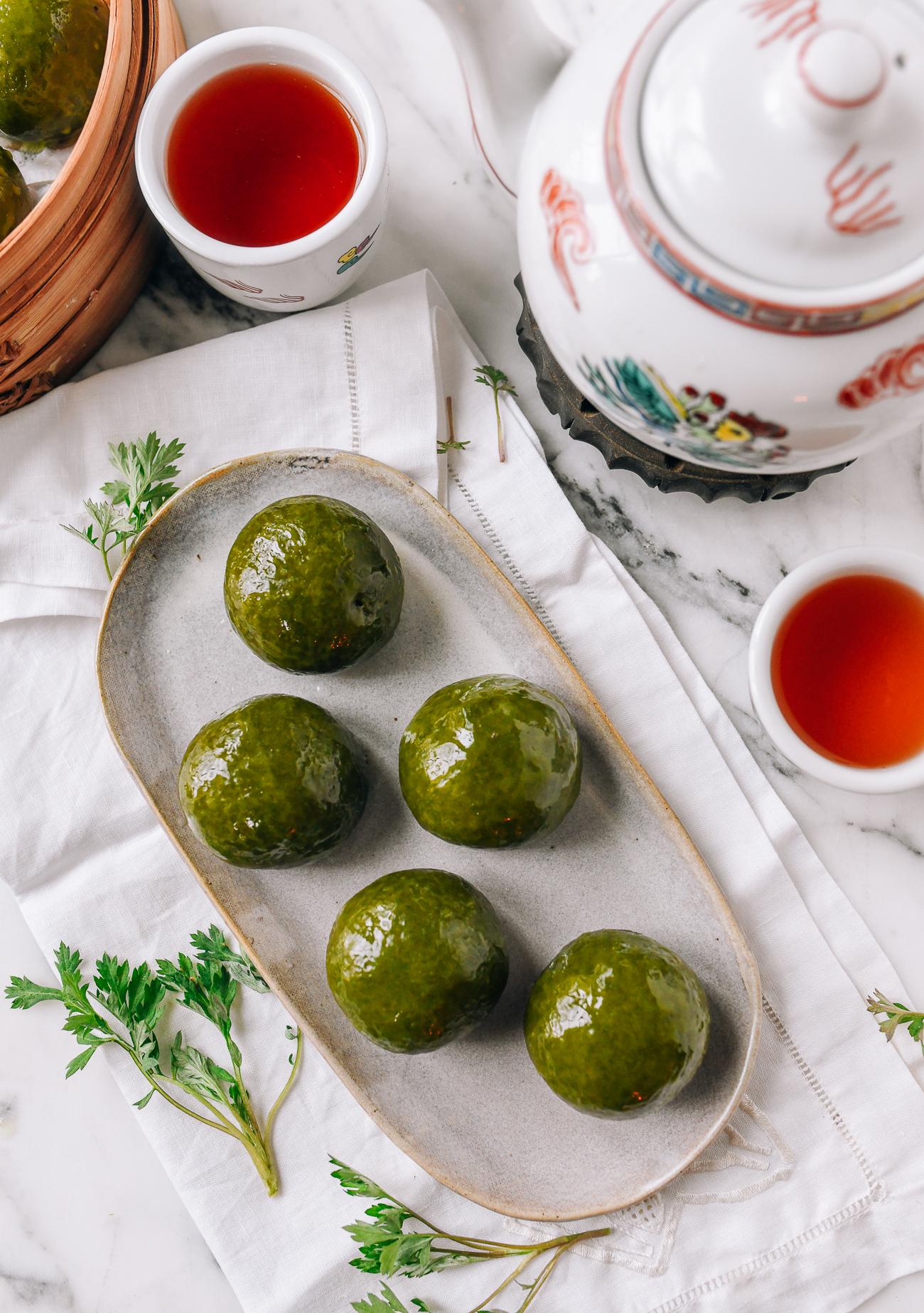 Qingtuan (青团): Mugwort Mochi