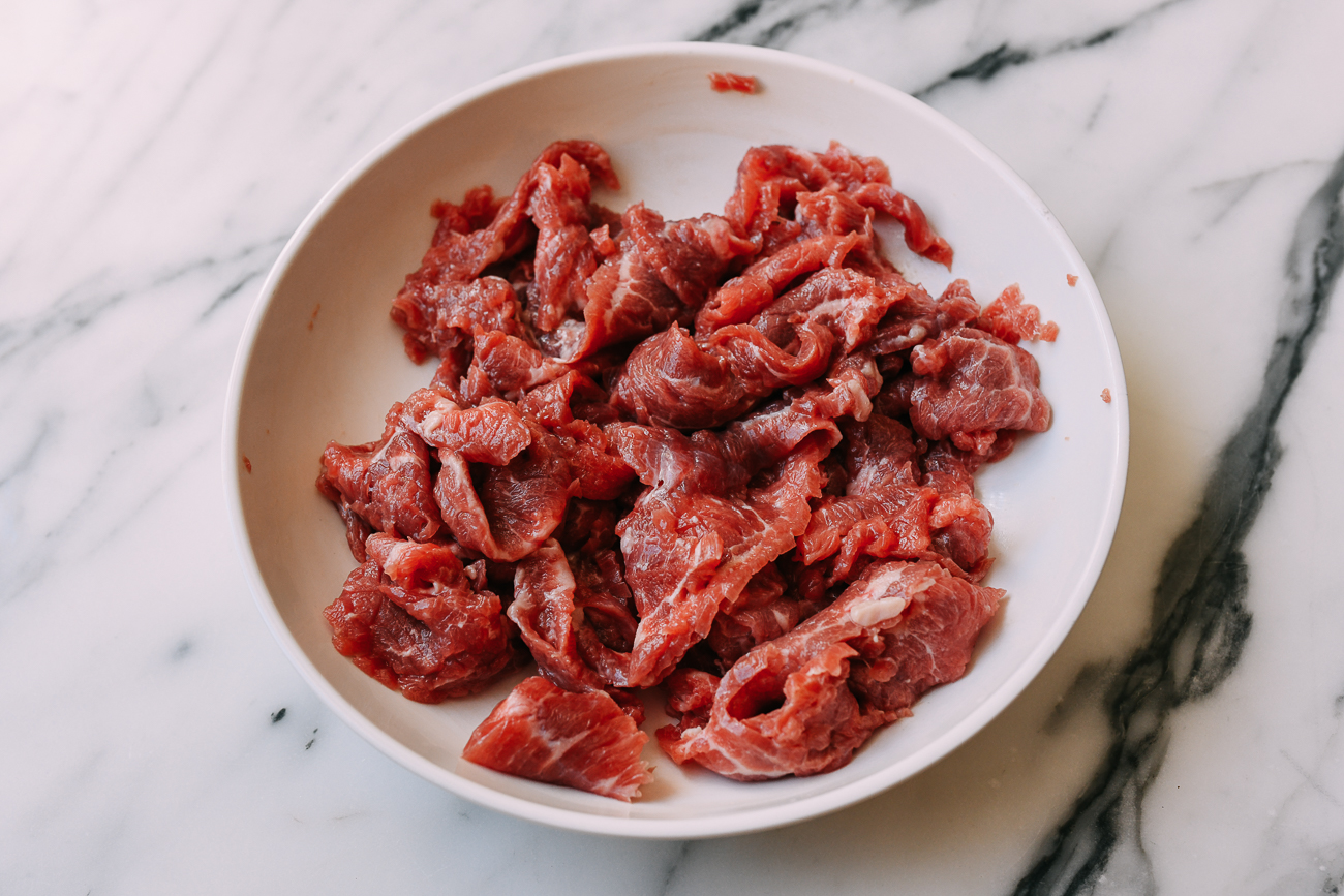 Marinating thinly sliced beef.